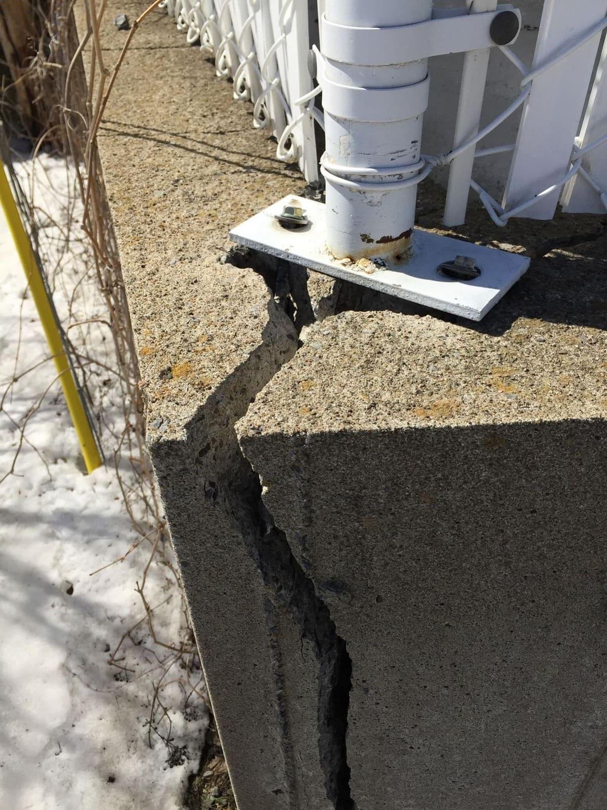 Mur de soutènement cassé, voir photo suivante pour processus de réparation